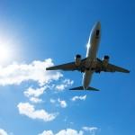 飛行機に乗っている時に起こる、足のむくみの原因と解消法