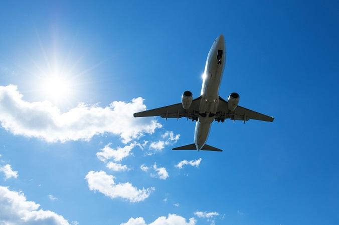 飛行機に乗っている時に起こる足のむくみの原因と解消法