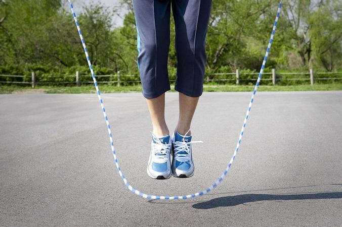 下半身痩せに効果的とウワサの縄跳びダイエットのやり方