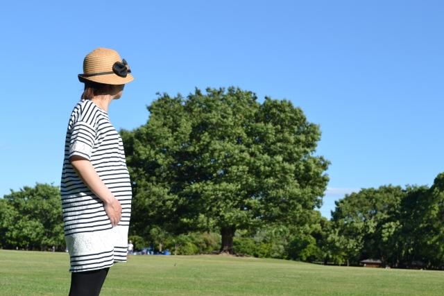 妊娠中に起こる足のしびれの原因と対処法