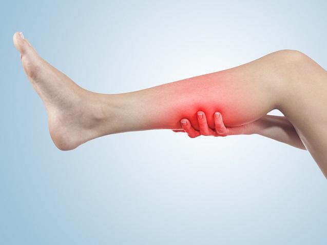 太ももに起こりやすい肉離れの原因や治療法