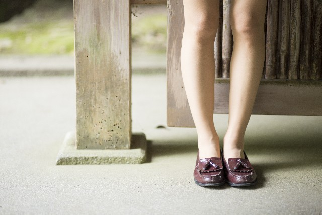 突然足がつるこむら返りの原因と対処法とは?